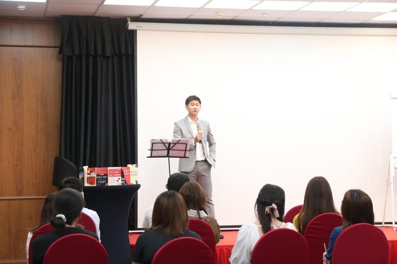 CEO-Nguyen-Minh-Thien-dao-tao-moc-thien-huong