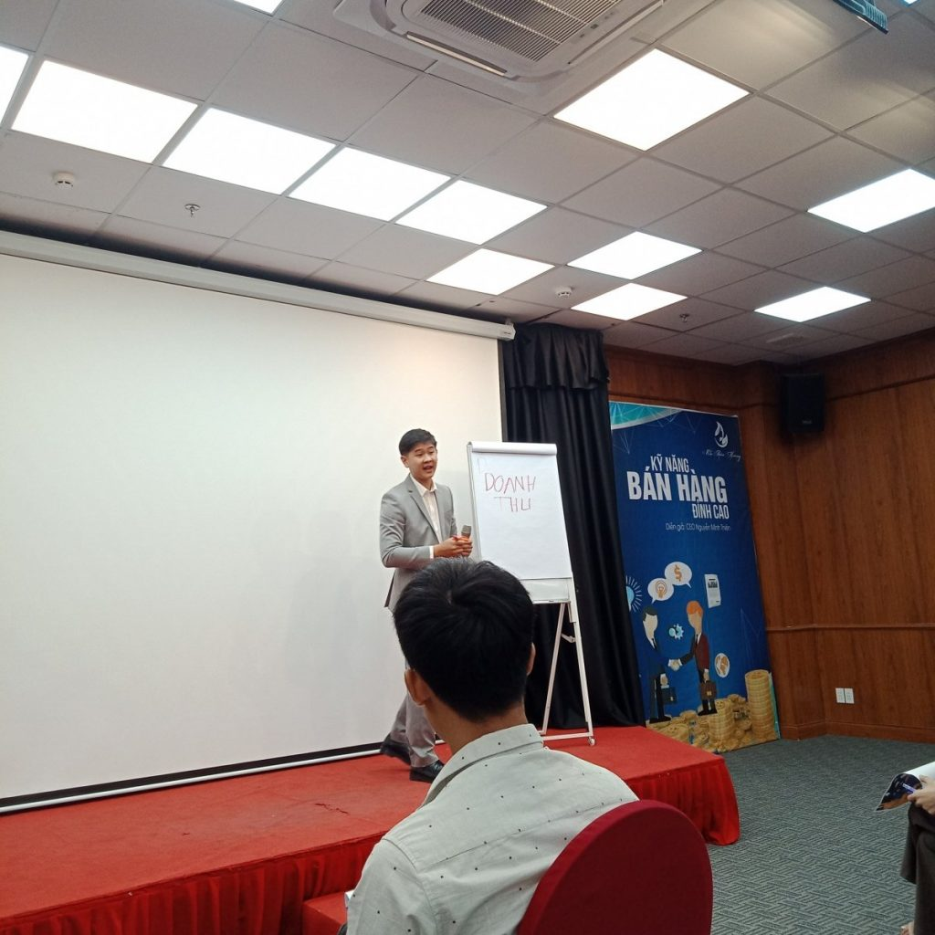 CEO-Nguyen-Minh-Thien-dao-tao-lop-hoc-moc-thien-huong
